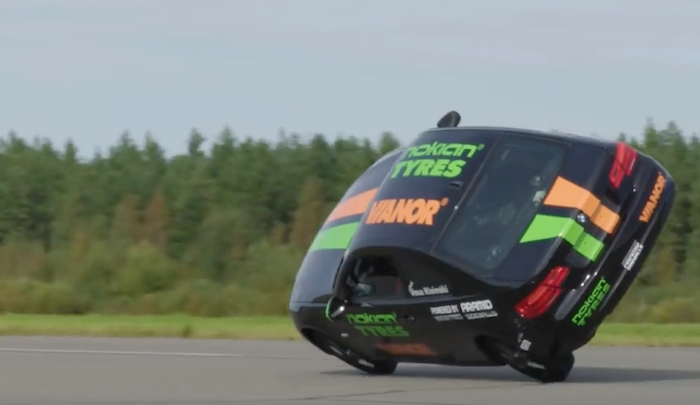 Stunt driver breaks side wheelie record